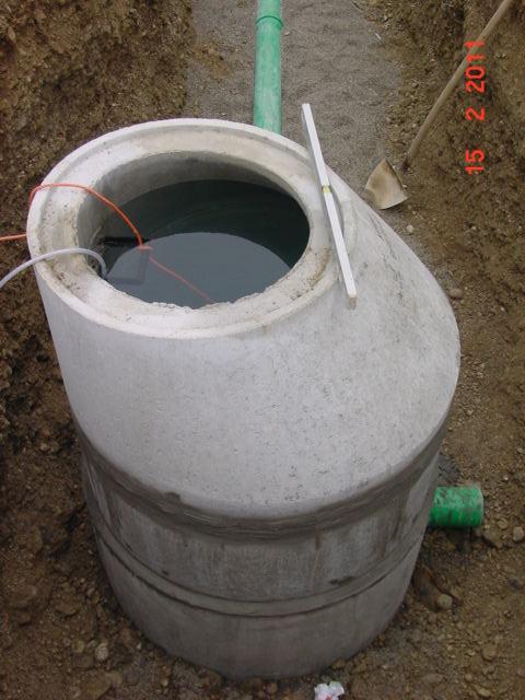 Kanalanschluss Regenentwässerung kleine Zisterne nivelliert