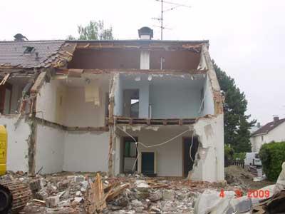 Abbrucharbeiten eines Hauses inkl Rodung des Grundstücks