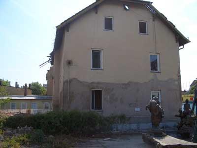 Abbrucharbeiten Haus direkt an der Hauptstrasse